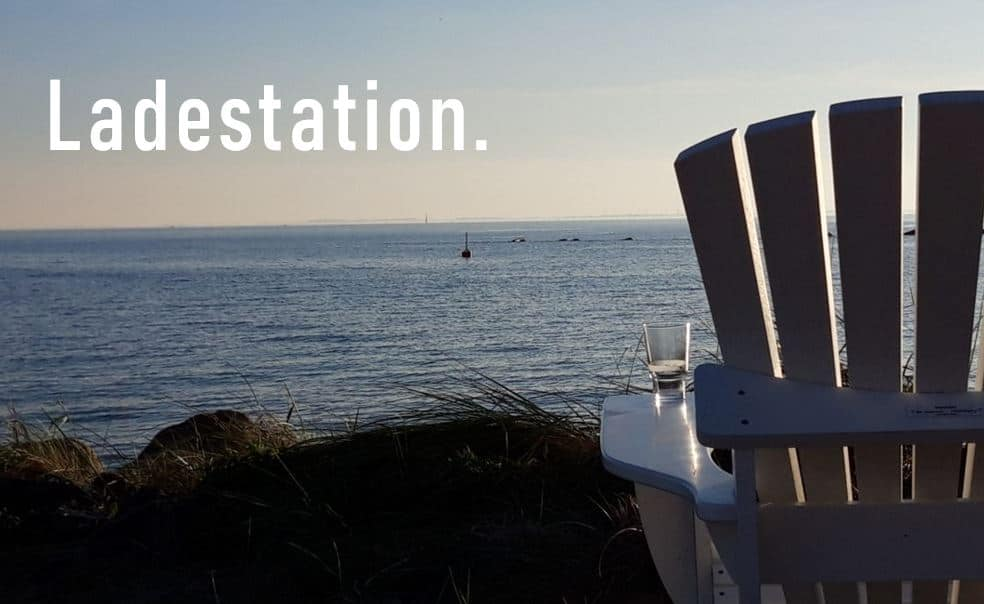 Ladestation BeSeaside Adirondack Chair Alsterstühle photo