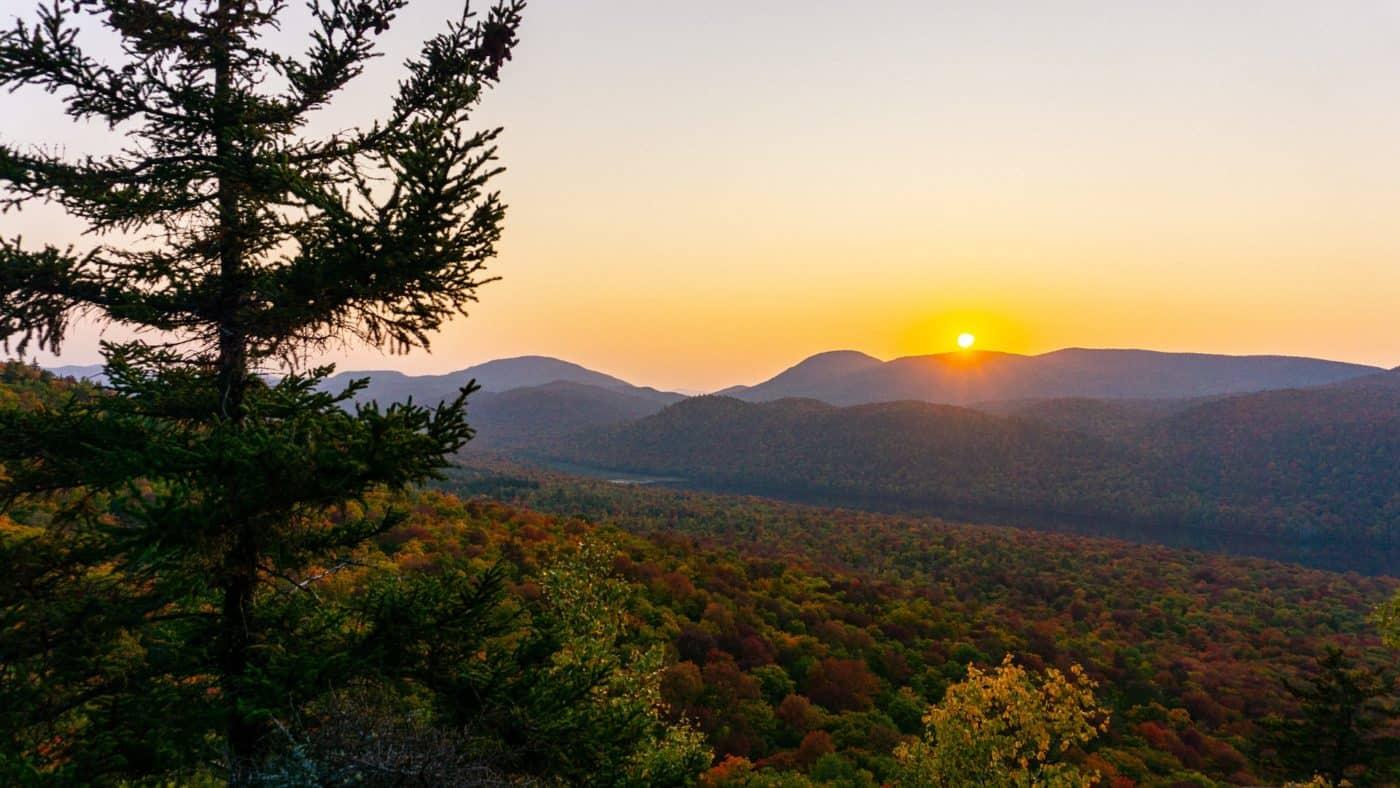 Herbst in den Adirondack Mountains; Balm of Gilead Mountain, Johnsburg, NY, USA