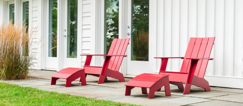 LollDesigns Adirondack Chair 4SlatFlat apple red rot mit Fussbaenken Ottomans FOTO copyright LOLL DESIGNS