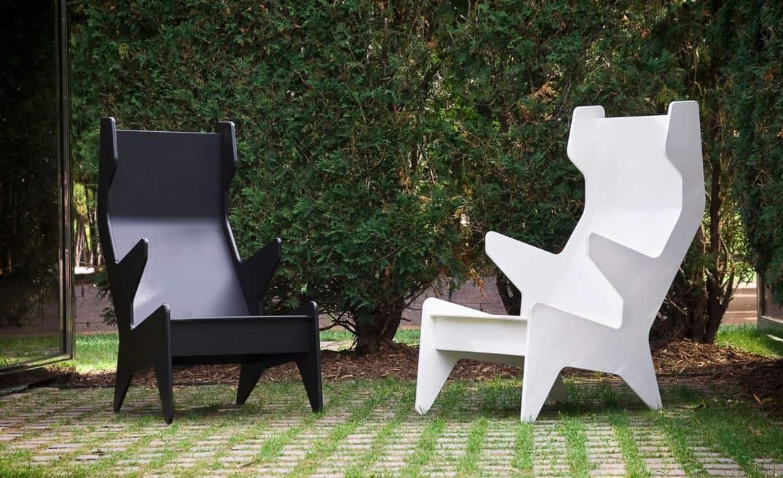 Ohrensessel, Gartenstuhl aus Kunststoff. In weiß oder schwarz. Loll Designs - Rapson Cave Chair
