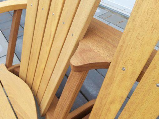 BeSeaside Alsterbank Iroko Holz Detail Zweisitzer LoveSeat scaled