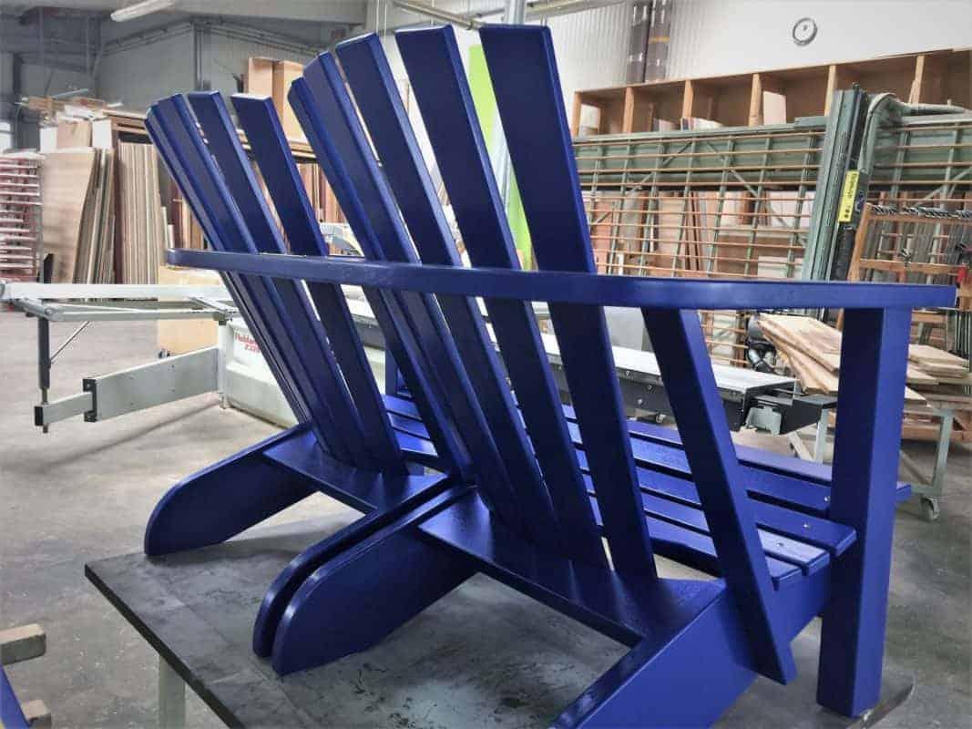 BeSeaside Alsterbank Parkbank Eiche Holz lackiert RAL 5002 ultramarinblau Heckansicht